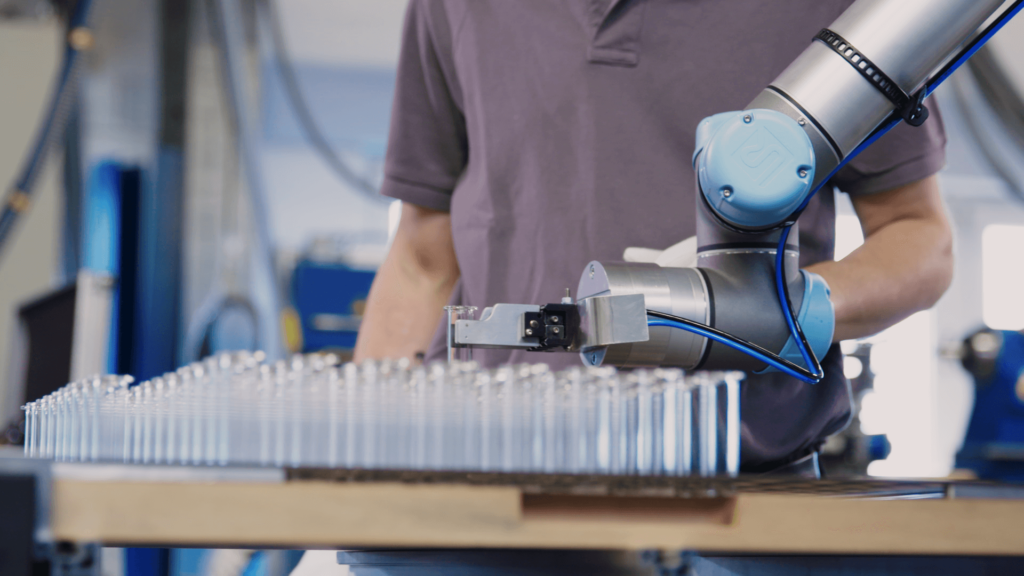 collaborative robot filling tubes