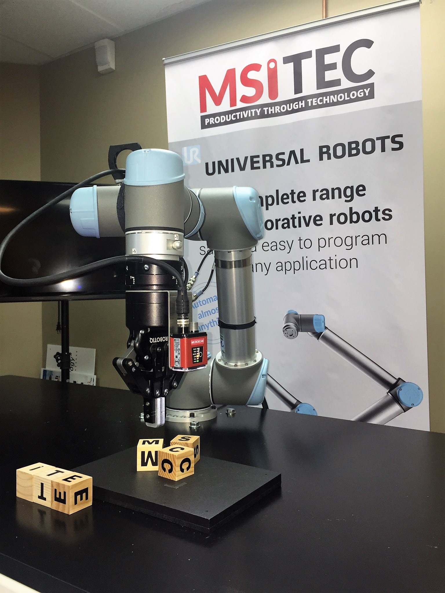 UR robot blocks demo